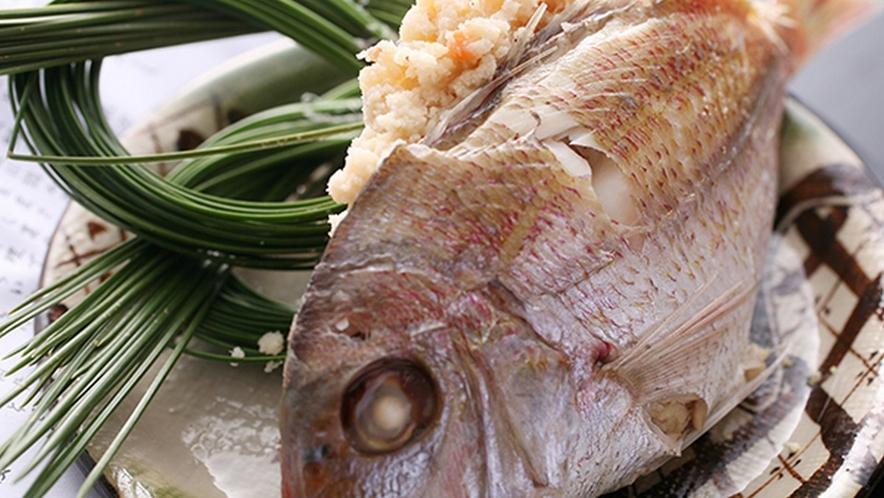 地元では婚礼料理にも出されることのある郷土料理「鯛の唐蒸し」