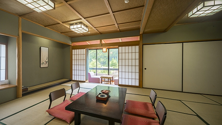 17畳広めのゆったり和室は2名様からグループ様までご利用頂けます。