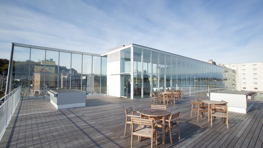 片山津温泉総湯 2Fにはカフェも併設 加賀パフェが人気です