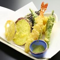 地元の食材を使った♪信州の美味しい創作料理が並びます!(季節の天ぷら)