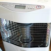 *ロッジ内/冷暖房がございます。お好みの室温に調節してください。