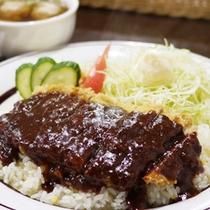*夕食一例/エスカロップは「漁師が早く食べられてボリュームのあるメニュー」として作られました。
