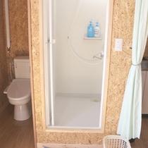 *ロッジ内/旅の疲れを癒す、清潔・快適なシャワールーム。
