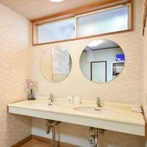 *鏡付の共同洗面台