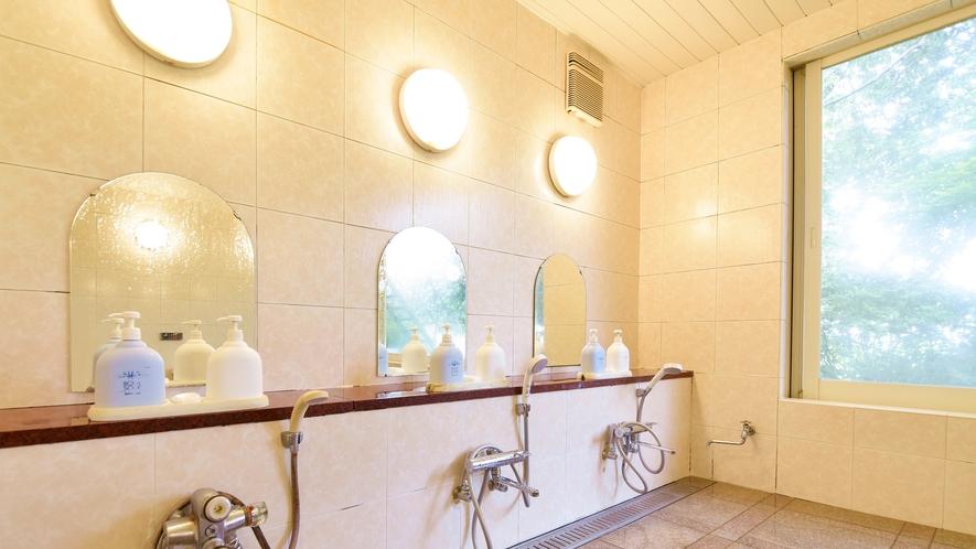 *大浴場(男湯)/洗い場は3台あります。