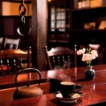 ◇民芸調の談話室「笹竜胆」