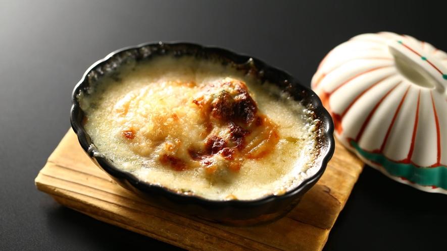 【夕食】「選べる焼き物」茸と帆立のグラタン
