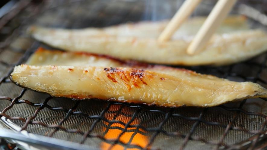 【朝食】ニジマスの一夜干し。香ばしく焼きたてをお召し上がりください。