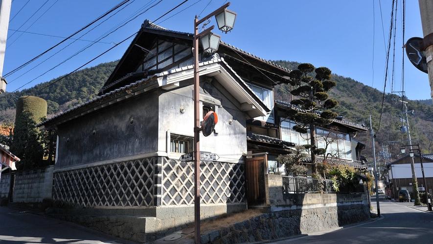 【白糸湯の街通り】美ヶ原温泉の宿が立ち並ぶメイン通り