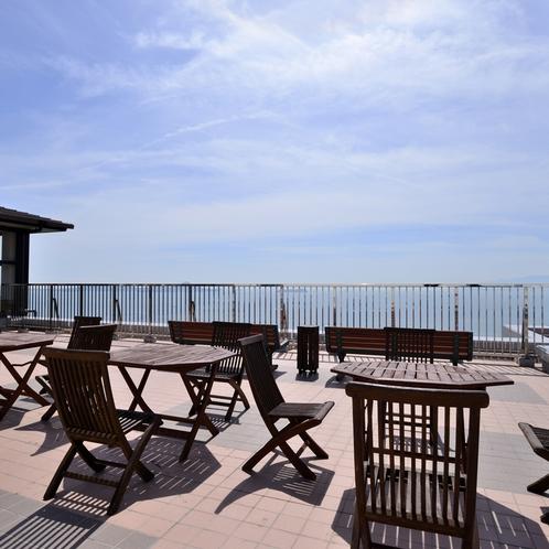 〔展望テラス〕喫茶室のすぐ横には瀬戸内海を一望できる展望テラスもございます
