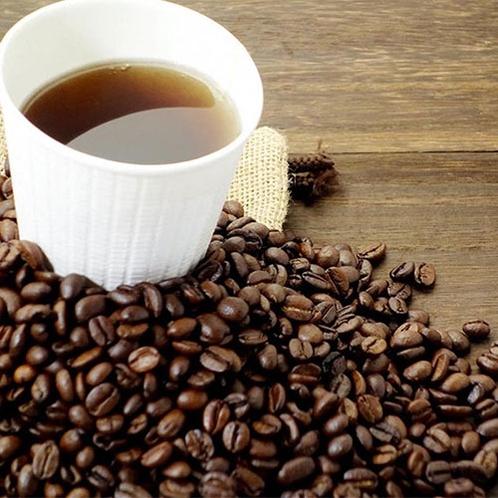 ラウンジで読書をしながら コーヒー&ドリンク(無料サービス)