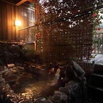 寝湯露天風呂(藤壺の間)