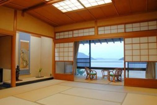 唐津湾を望む純和風の『和室20畳』