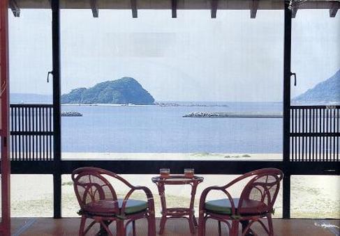 唐津湾を望む和室6〜20畳(ご昼食)