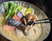 牡蠣の濃厚な旨みを、まろやかな豆乳が包みこむ 秋の贅沢な海鮮鍋。
