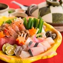 鍋料理一例・魚介のうまみが凝縮された海鮮鍋。