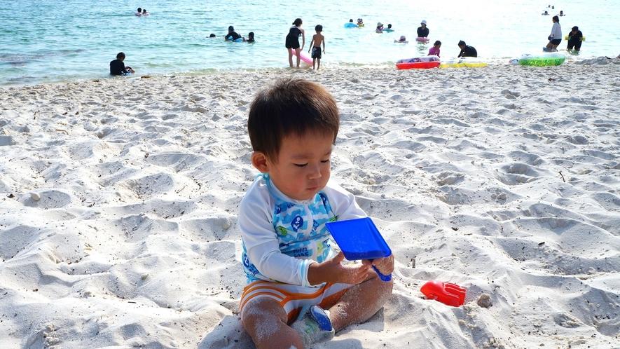 【白良浜】さらさらの砂は汚れにくくチビッ子も安心して遊べます