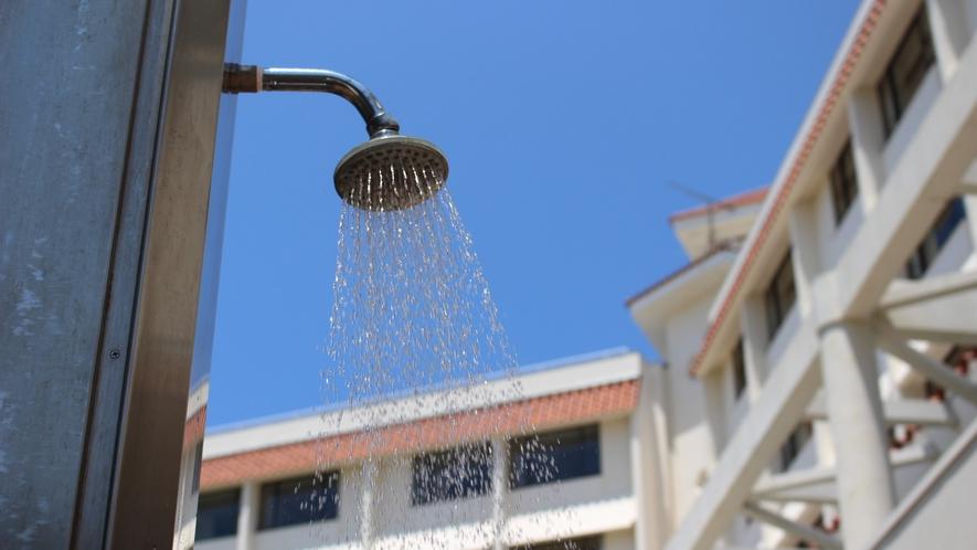 【シャワー】海浜出入口に簡易シャワーがあり、砂を落とせます