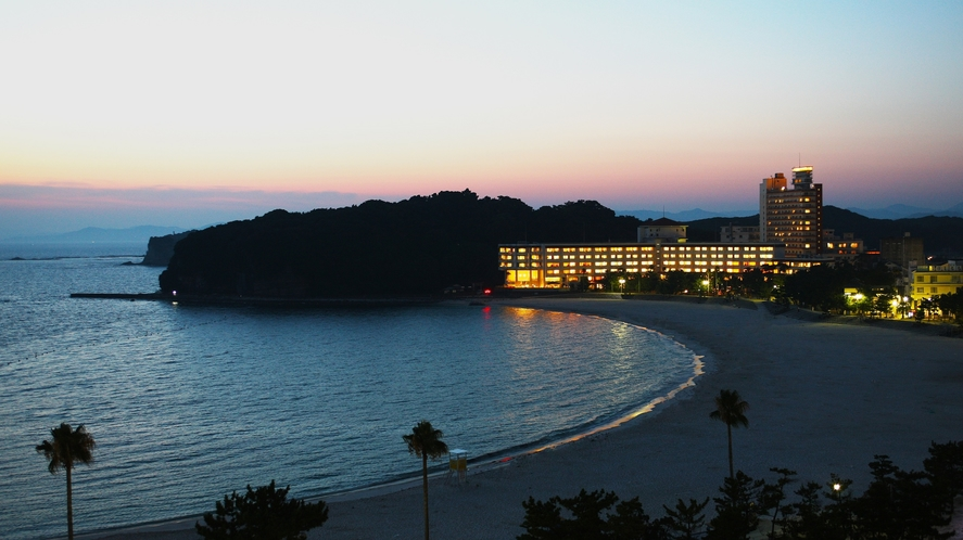 黄昏時の白良浜
