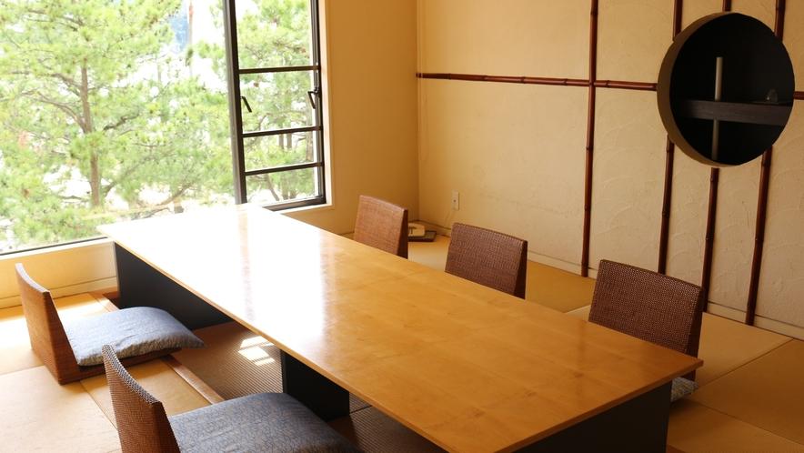 【食事処個室一例】プライベートな空間でお食事(ロイヤルフロア)