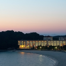 【外観】夕暮れの白良浜の美しいひとときを