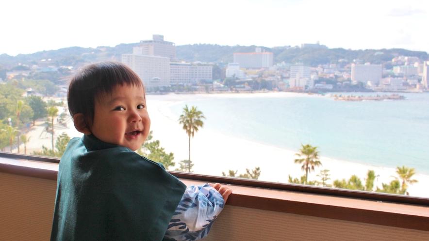 【ファミリー】小さな浴衣姿と海景色