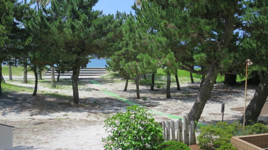 【海浜出入口】敷地内から直接白良浜に出られます