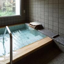 貸切風呂は館内に一か所ございます。(要予約・有料)