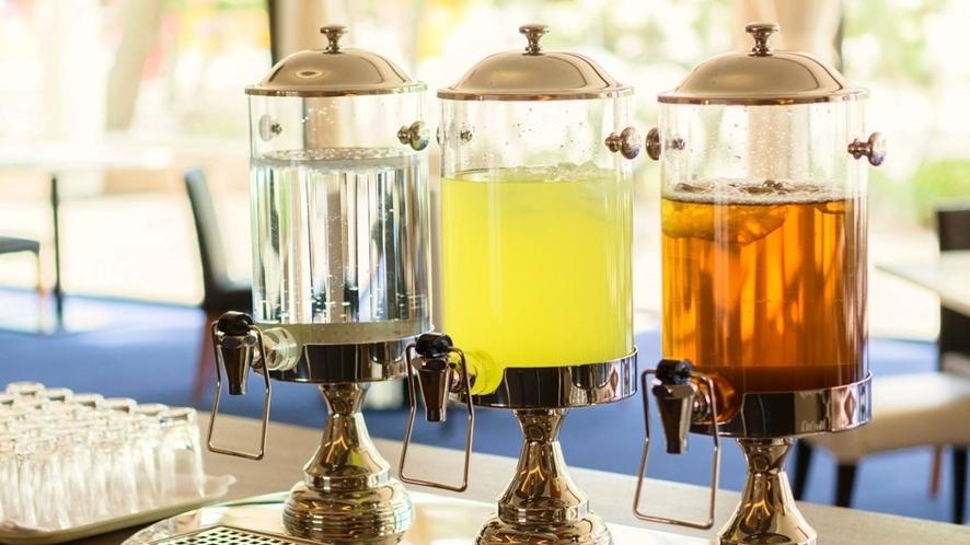 【ウェルカムドリンク】梅ジュースやほうじ茶をご用意しております