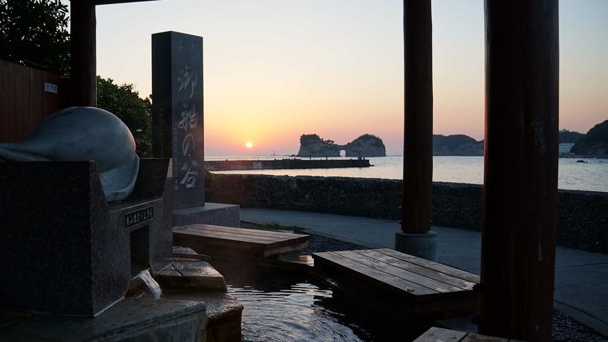 【御船足湯】夕日の海景と円月島を鑑賞できる足湯(徒歩約5分)