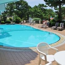【プール】海水浴に疲れたらプールでひと休み。(夏季営業)