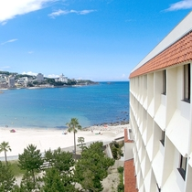 【外観&オーシャンビュー】青い海と白い砂浜が目の前!当ホテル自慢のオーシャンビュー!