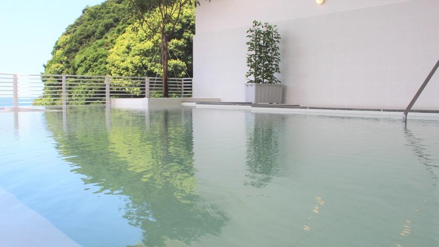 【潮風】波音が聞こえ海風が抜ける心地の良い露天風呂