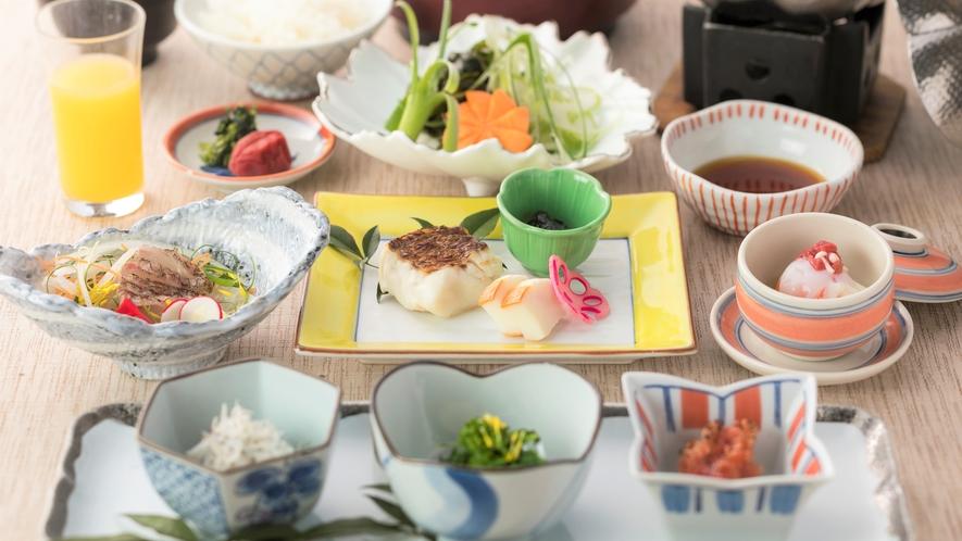 【朝食】海の幸や野菜を中心とした和朝食
