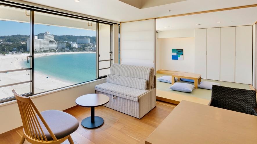 【ロイヤルフロア和洋室】高い位置から白砂ビーチと碧い海を望む
