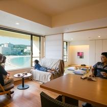 【ロイヤルフロア和洋室】イス、ソファー、畳と好みがわかれても皆がリラックスできます