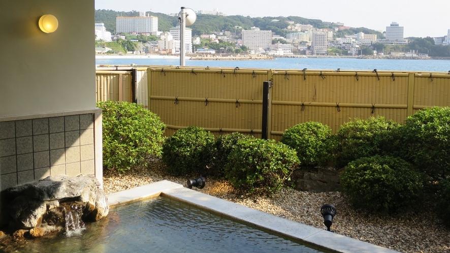 【松風】露天風呂は海に近く波音が心地よく響きます