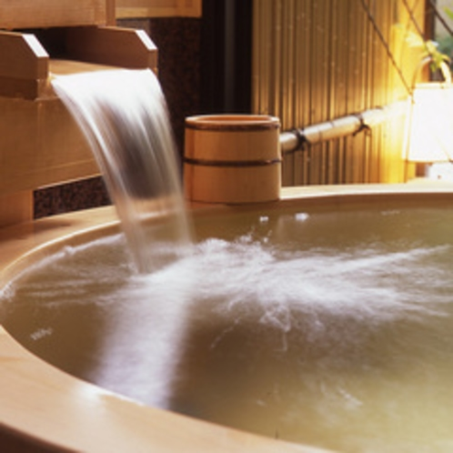 ●客室の露天風呂「水仙(202号室)」ズームアップ メゾネットタイプ