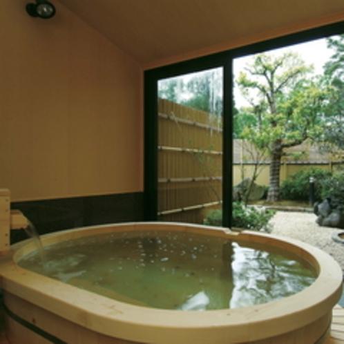 ●客室の露天風呂 203号室 「紅葉」