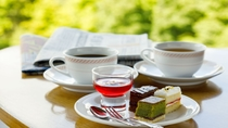 新聞を読みながら朝のスイーツ(7時30分~10時30分)&コーヒーを(ノンカフェインコーヒーあり)