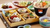 「季節の白木御膳」は予約なしで頂ける日帰り昼食プランです。
