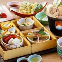 「季節の白木御膳」は予約なしで頂ける日帰り昼食プランです