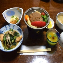 【夕食】≪日替わり定食≫ ハンバーグ 鮭ムニエル