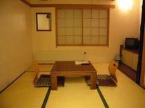 たたみ6畳の和室のお部屋