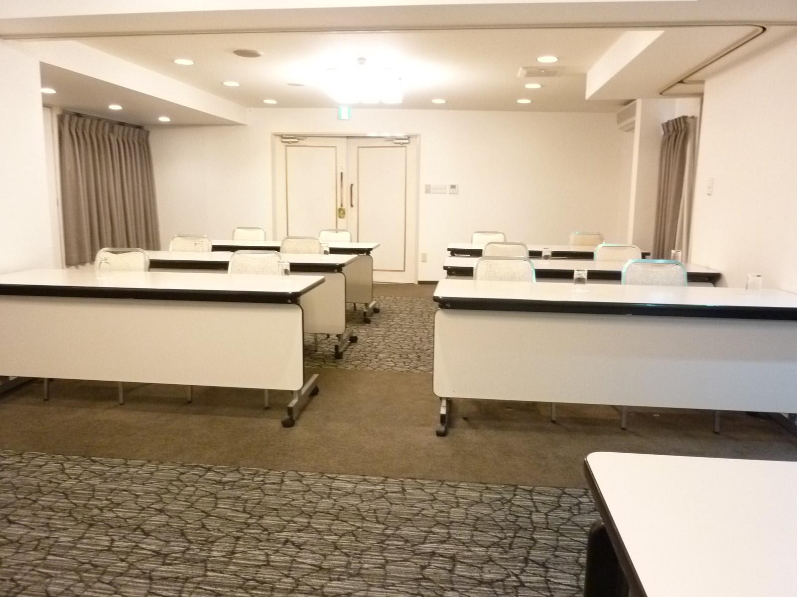 会議室 2面(A面・B面)使用 スクール形式