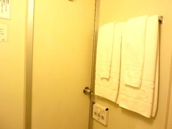 清潔感ある白地のバスタオル&フェイスタオル