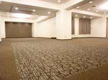 会議室の壁紙、カーペットはフルリニューアル済みです。