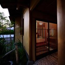 【あがの】檜風呂付離れ 玄関