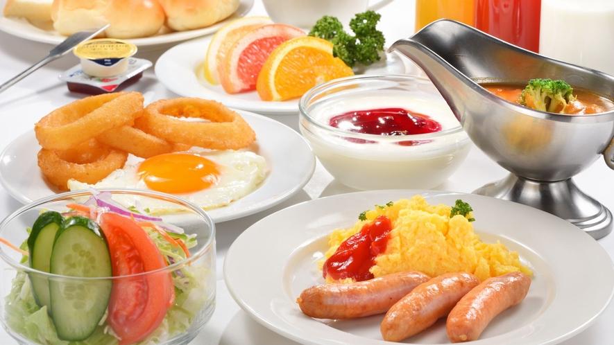 ■朝食バイキング フルーツ・パン・各種ドリンク他