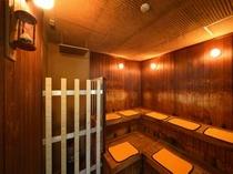【サウナ室】水風呂・サウナ用お尻マットをご用意しております。